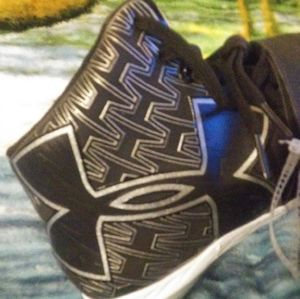 Size 13 Under Armour Football Cleats W/666Tool bla